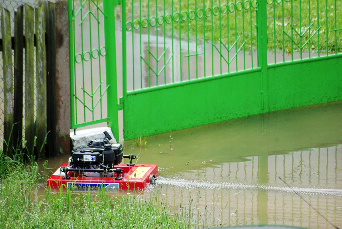 Dwie zalane szkoły i podtopienia w domu. Fot. TW