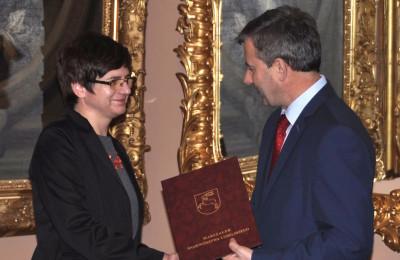 Anna Fic-Lazor odbiera nominację na stanowiski Dyrektora Muzeum Zamoyskich w Kozłówce (fot. Monika Januszek, Muzeum Zamoyskich)