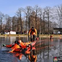 Strażacy na lodzie