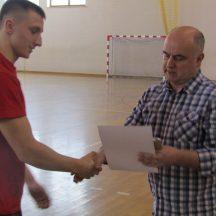 nagrody wręczał dyrektor Adam Świć
